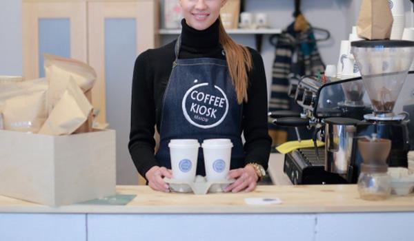 可愛いカフェの店員さん